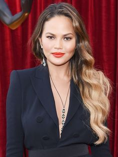 Chrissy Teigen's voluminous waves at the SAG Awards can be credited to a $5 mousse.