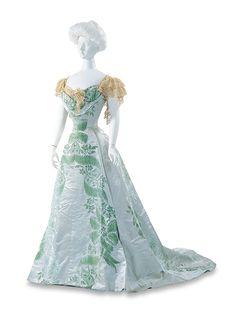 Evening Dress | House of Worth | France | 1901 | Bunka Gakuen Costume Museum