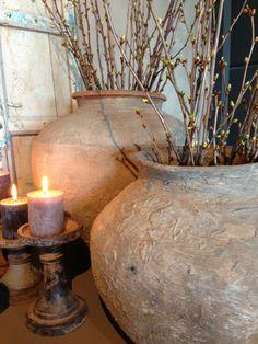 Love the pottery & candlelight.  Kruikvazen van Hoffz Interieur.  Showroom Molitli Interieurmakers www.molitli.nl
