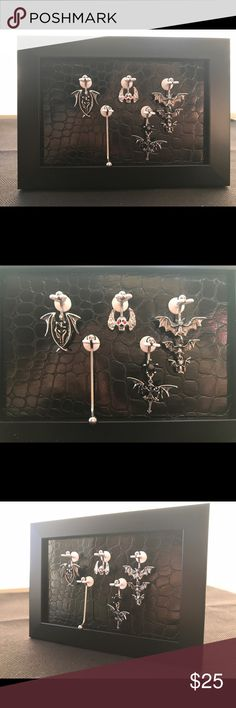 """Navel Ring display that will organize body jewelry Black on black 4x6"""" tabletop frame with design, black crocodile patterned background and 5 Nabel holders. 1 acrylic navel ring is included for Free with purchase of body jewelry display. Navel-Novelties Jewelry"""