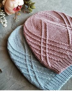 Beautiful detailing on this hat. Beautiful detailing on this hat. Diy Crochet And Knitting, Cable Knitting, Baby Hats Knitting, Knitting Yarn, Knitted Hats, Crochet Hats, Knitting Designs, Knitting Patterns Free, Knitting Projects