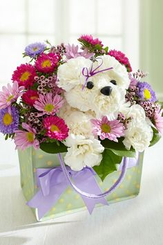 too, too adorable....little white dog made of flowers peeking out from the boquet....