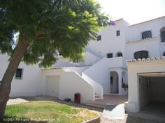 3 Bedroom apartment in Penina Golf Course, Alvor, Portimão, Algarve, Portugal - Three bedroom apartment is located in the famous Penina Golf, facing the gardens and swimming pool area. The Penina Golf is within 15 minutes of the new Autodromo do Algarve and the Alvor Beach. Ideal for holidays or for rental income. - http://www.portugalbestproperties.com/component/option,com_iproperty/Itemid,7/id,320/view,property/#