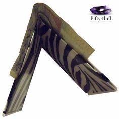 Billeteras de papel, diseños únicos y originales.  Ideales para guardar en cualquier bolso, bolsillo o un tus botas preferidas. Síguenos también en  https://m.facebook.com/Fiftythr3-252327511783182/
