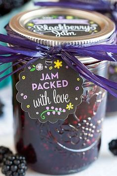 Homemade Blackberry Jam.. Screw the jam, I just think the gift tag is adorable!!! Homemade Blackberry Jam, Blackberry Recipes, Blackberry Bramble, Jelly Recipes, Jam Recipes, Curry Recipes, Cooker Recipes, Canning Tips, Sauces