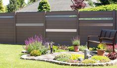 Das BPC Zaunsystem Holstebro ist in den Farben Anthrazit, Terra,Bi-Color Weiß und Walnuss und Steingrau erhältlich. Die Zaunlamellen können in verschiedenen Farben ausgewählt werden.Die Maße der Lamellen sind 180 x 15 x 1,9 cm.Das Zausystem besteht desweiteren ausBPC Pfosten 10 x 10 x 190 cm in passenden Farben. Das Zauntor hat die Maße 100 x 180cm.Diese und weitere BPC Sichtschutzzäune finden Sie unter http://www.meingartenversand.de/wpc-sichtschutz.html