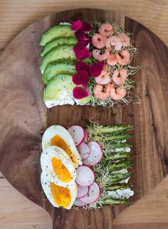 Contemporary smørrebrød from the blog Mamie Boude (in French) I Love Food, Good Food, Yummy Food, Wine Recipes, Cooking Recipes, Scandinavian Food, Scandinavian Restaurant, Open Faced Sandwich, Danish Food