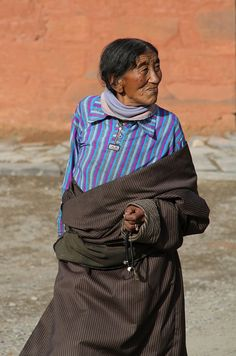 tibetan woman - Labrang monastery, Xiahe, Gansu Province, China, May 2011 #world #cultures