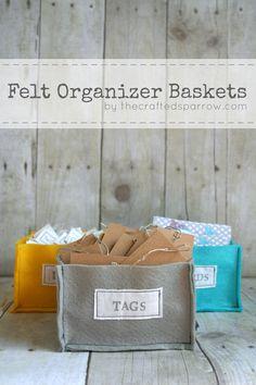 DIY Felt Organizer Baskets. So cute and so east! Tutorial on { lilluna.com }