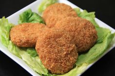 This is a classic chicken croquettes recipe made with a seasoned chicken filling coated with breadcrumbs, fried to perfection. These deep fried chicken croquettes can be served with a basic bechamel sauce or mushroom sauce. Turkey Recipes, New Recipes, Chicken Recipes, Cooking Recipes, Chicken Croquettes, Croquettes Recipe, Crispy Chicken, Fried Chicken, Baked Mushrooms