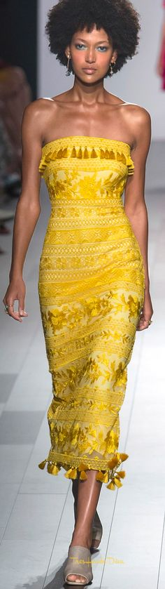 Tadashi Shoji presents a inspired collection for his spring/summer 2018 collection. Models walked the catwalk in flowing dresses with loose beachy waves. High Fashion Makeup, Diva Fashion, Fashion Show, Fashion Outfits, Fashion Design, Fashion Ideas, Yellow Fashion, Colorful Fashion, Diva Mode