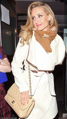 A smiling Catherine Tyldesley steps out for the first time since splitting from toyboy lover and business partner Sam Witter Catherine Tyldesley, Soap Stars, Mature Fashion, Coronation Street, Blonde Women, Old Actress, Flan, Auntie, Stilettos