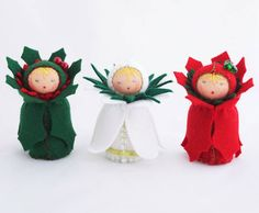 How cute are these Christmas Waldorf felt dolls? The set includes Little Holly, Little Red Holly and Little Snowdrop.