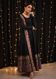 Pakistani Fashion Party Wear, Indian Bridal Fashion, Pakistani Outfits, Indian Outfits, Bollywood Outfits, Simple Pakistani Dresses, Indian Gowns Dresses, Pakistani Dress Design, Maxi Gowns