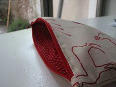 Miss Stik: ... en de rest. Tutorial for small zippered bag. No seams inside, either.