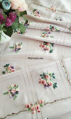 Would be a nice quilt Floral Embroidery Patterns, Hand Work Embroidery, Types Of Embroidery, Ribbon Embroidery, Hardanger Embroidery, Embroidery Stitches, Lace Beadwork, Brazilian Embroidery, Sewing Art