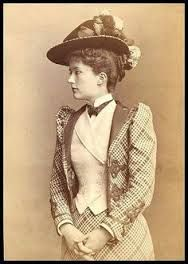 Ideas For Hat Vintage Belle Epoque Belle Epoque, 1890s Fashion, Edwardian Fashion, Edwardian Era, Victorian Era, Historical Costume, Historical Clothing, Female Clothing, Mode Vintage