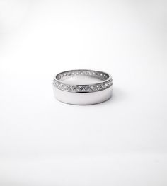 Poročni prstan. Wedding ring. Več, more - http://www.koman.si/porocni-prstani-2017 #wedding #engagement #ring #proposal #isaidyes #komanjewelry #handmade #gold #diamonds #love #together #forever #joyeria #jewelrydesign #jewelry #fashion #showmeyourrings #alternativebridal #zarocni #porocni #prstan #zlato #diamanti #ljubeze #skupaj #zavedno #nakit #moda #izdelanorocno