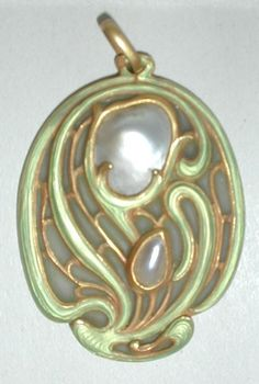 Art Nouveau Pendant. Gold, Enamel and Mother-of-Pearl. Circa 1900.