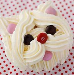 Adorable cupcakes add fun flair to any party for kids. Anyone can create these easy cupcakes! Even the kids can help! Browse through this creative collection to find cute cupcake Cookies Et Biscuits, Cake Cookies, Dog Cookies, Mini Cakes, Cupcake Cakes, Cupcake Frosting, Black Frosting, Cupcake Wrappers, Vanilla Buttercream