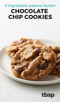 Only five ingredients in these super chewy peanut butter cookies. Add some milk chocolate chips to put them over the top delicious. These Peanut Butter Chocolate Chip Cookies are so easy (Chocolate Butter Easy) Chewy Peanut Butter Cookies, Chocolate Peanut Butter, Chocolate Recipes, Chocolate Chip Cookies, Chocolate Chips, Mint Chocolate, Five Ingredients, Cookies Ingredients, Good Healthy Recipes