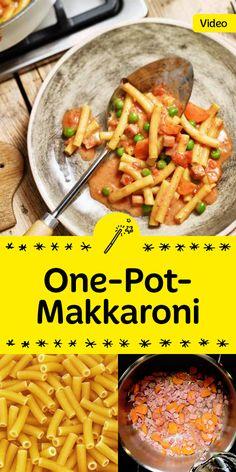 Alles in einem Topf: köstliche One-Pot-Pasta mit Erbsen, Karotten und natürlich: Käse. Mmmh, lecker!