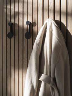 Menu - Afteroom Coat Hanger Wand-Garderobe S - schwarz/Messing Coat Hanger, Coat Hooks, Beige Living Rooms, Design Bestseller, Entry Way Design, White Laminate, Big Design, Design Shop, Decoration Design