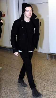 Celeb Diary: Harry Styles @ Glasgow Airport