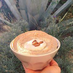 🌟 Breakfast 🌟 Bonjour la #fitfam 🌸! Comment allez-vous ☺️? Ce matin, Bowlcake à la Whey cookies vanille & une banane écrasée avec un peu de lait de soja ❤️! Aujourd'hui, on finit de préparer notre petit week-end pour la semaine prochaine, billet à imprimer, planning etc. 🇬🇧 J'ai tellement hâte d'y être 😍! Bonne journée tout le monde ! ❤️ 🌸 .  #fitness #fit #sport #fitspo #fitlife #fitfrenchies #fitgirl #life #lifestyle #goodmorning #good #morning #breakfast #petitdejeuner #sun…