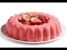 How to make strawberry jelly with cheese philadelphia step. Jello Desserts, Dessert Drinks, Sweet Desserts, Sweet Recipes, Delicious Desserts, Yummy Food, Gelatin Recipes, Jello Recipes, Mexican Food Recipes