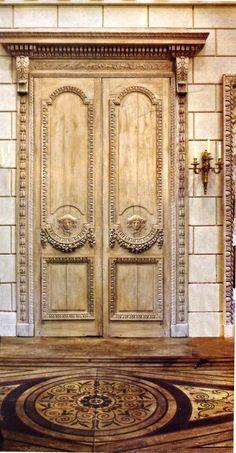 puerta madera dos hojas con cornisa