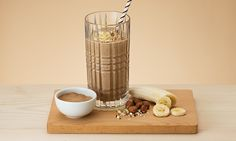 Looking for a smoothie that is equally filling and delicious? Then you've come to the right place. This banana chocolate smoothie is to die for! Chocolate Banana Smoothie, Oriflame Cosmetics, Nutrition Drinks, Cocktail Drinks, Cocktails, Health, Food, Recipes, Searching