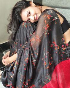 Looking very cute 😍😘💕❤️ wearing beautiful saree with mini blouse Wedding Couple Poses Photography, Portrait Photography Poses, Photography Poses Women, Modelling Photography, Portrait Ideas, Portraits, Stylish Photo Pose, Stylish Girls Photos, Stylish Girl Pic