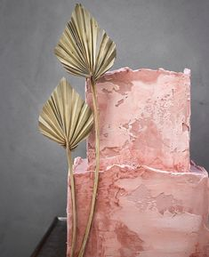 Cake and photo by Süße Poesie Textured Wedding Cakes, Square Wedding Cakes, Modern Sculpture, Sculpture Art, Elegant Birthday Cakes, 100 Layer Cake, Dress Cake, Cake Trends, Sugar Flowers
