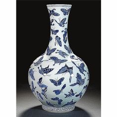 A BLUE AND WHITE 'BUTTERFLY' BOTTLE VASE QING DYNASTY