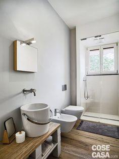 bagno-e-doccia Small Apartments, Ensuite, Sweet Home, Interior, House, Clawfoot Bathtub, Home Decor, Bathroom Kids, Bathroom