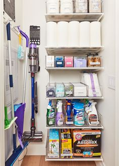 Linen Closet Organization, Home Organization Hacks, Organizing Tips, Cleaning Cupboard Organisation, Organizing Ideas For Kitchen, Organization Ideas For Bedrooms, Apartment Kitchen Organization, Storage Closets, Cleaning Supply Storage