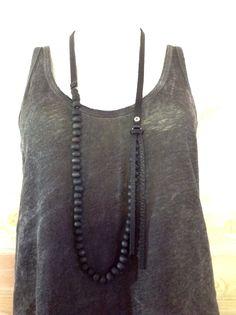 Collier en cuir noir et perles en bois KATMANDOU