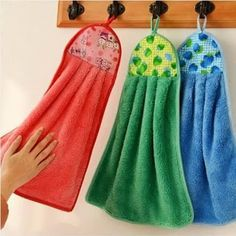 Oven Hand Towels - instructions from kleiosbelly. Dish Towel Crafts, Dish Towels, Hand Towels, Small Sewing Projects, Sewing Hacks, Sewing Tutorials, Fabric Crafts, Sewing Crafts, Hobby Lobby Wedding Invitations