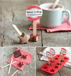Sucette au chocolat faite maison à plonger dans la tasse de chocolat chaud