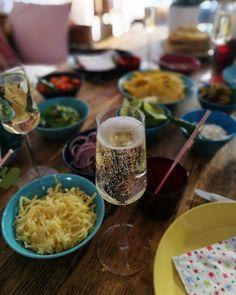 Minäkö keski-ikäinen?: Kinderjuustokakkua, ystäviä, meksikolaista ruokaa ...
