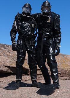 Two SCUBA divers in Loitokari drysuits from Finland. Scuba Diving Gear, Diving Suit, Women's Diving, Diving Wetsuits, Latex Men, Motorcycle Suit, Best Scuba Diving, Heavy Rubber, Diving Equipment