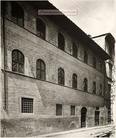 Palazzo Lapi è un edificio di #Firenze,in via Michelangelo Buonarroti 13,davanti al Centro museo didattico nazionale