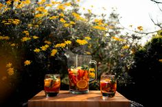 How to make the perfect pitcher of Pimm's No.1 Cup — Postcards from Hawaii Pimms Cocktail, Cocktails, Summertime Drinks, Summer Drinks, Fruit Scones, Oyster Bar, Fresh Mint Leaves, Mixed Fruit, Chelsea Flower Show