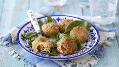 Garlic, rice, mozzarella cheese and fresh basil make these rice and cheese balls a tasty treat that will impress your friends. Vegetarian Recipes Dinner, Dinner Recipes, Rice Balls, Cheese Ball, Fresh Basil, Mozzarella, I Foods, Yummy Treats, Potato Salad