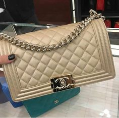 d4b3d17e761c Luxury Handbags, Fashion Handbags, Tote Handbags, Purses And Handbags, Fashion  Bags, Chanel Purse, Chanel Boy Bag, Chanel News, Coco Chanel