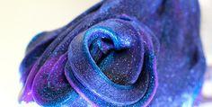 Wil je weten hoe je makkelijk slijm maakt in de kleuren van de melkweg? Het perfecte project voor je kinderen!