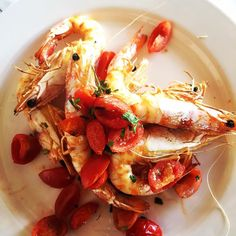 Local prawns #mazzancolle & cherry tomatoes #localfood #comfortfood #restaurant #egnathia #eatlocal #masseriatorrecoccaro #capodannoinpuglia #capodannoinmasseria #WeAreInPuglia
