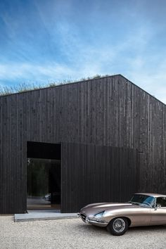 Villa is easy and chic as the colour suggests. But to get there wasn't as easy as the design might suggest. The site, typically Dutch had a very. Chalet Extension, Cottage Extension, Villa Design, House Design, Wood Cladding, Exterior Cladding, Garage House, House Roof, Conception Villa