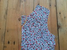 Lets Get Sewing: How to Sew a V-Notch Neckline Sewing Summer Dresses, The Fold Line, Fabric Pen, What To Make, Bias Tape, Basic Tops, Top Pattern, Stretch Fabric, Neckline